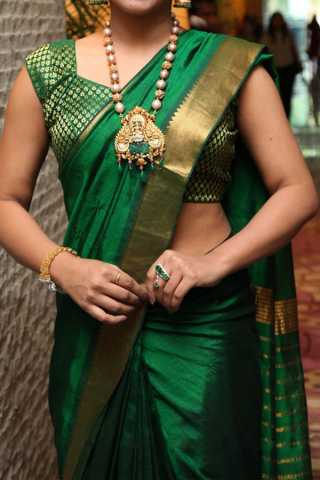 Green With Golden Colored Border Traditional Silk Saree With Blouse For Women - CD483