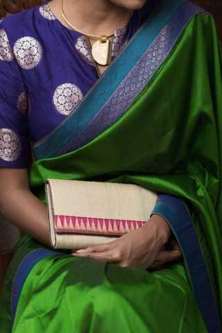 Green Colored Traditional Silk Saree With Blouse For Women - CD654