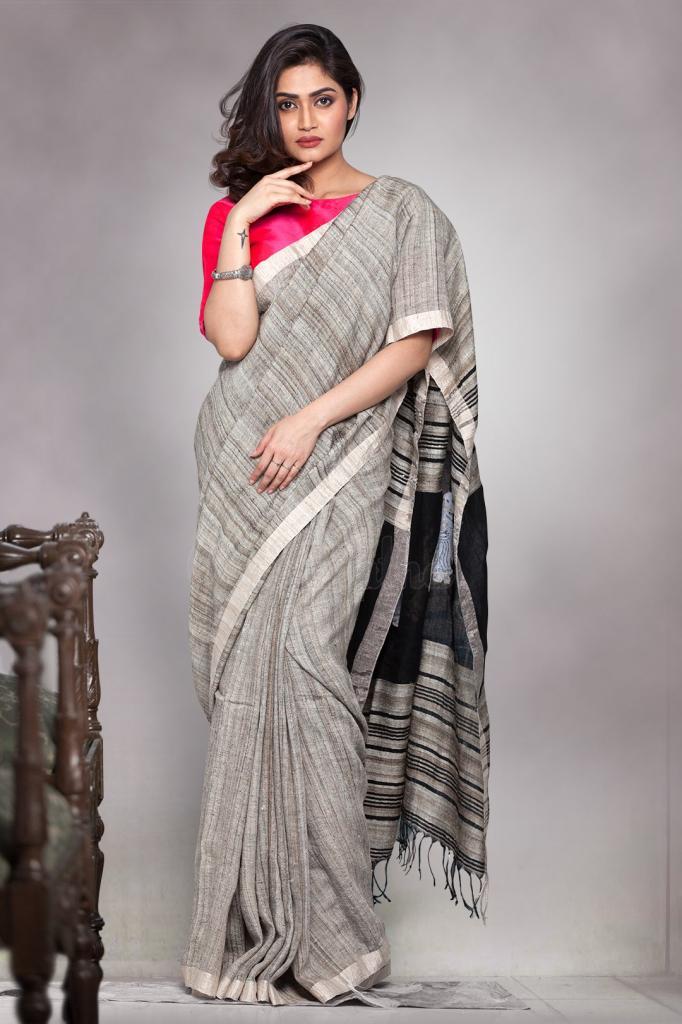 4e6ac0cb77 Fantastic Black Colored Printed Pallu Khadi Silk Saree With Tassel ...