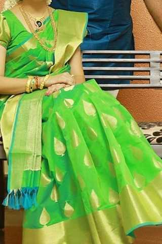 Green Colored Traditional Silk Saree With Blouse For Women - CD491