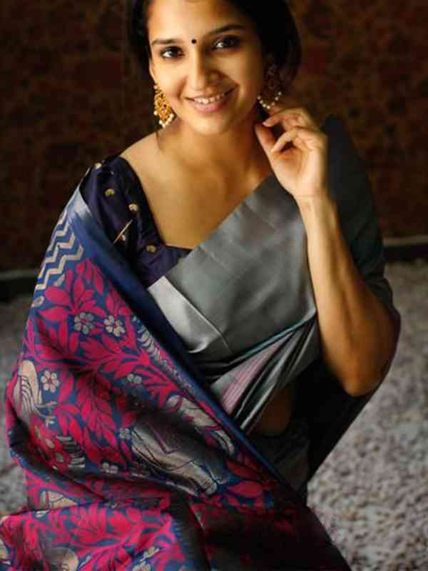 Stylish Grey Color Latest Silk Saree With Blouse Piece - DSS134