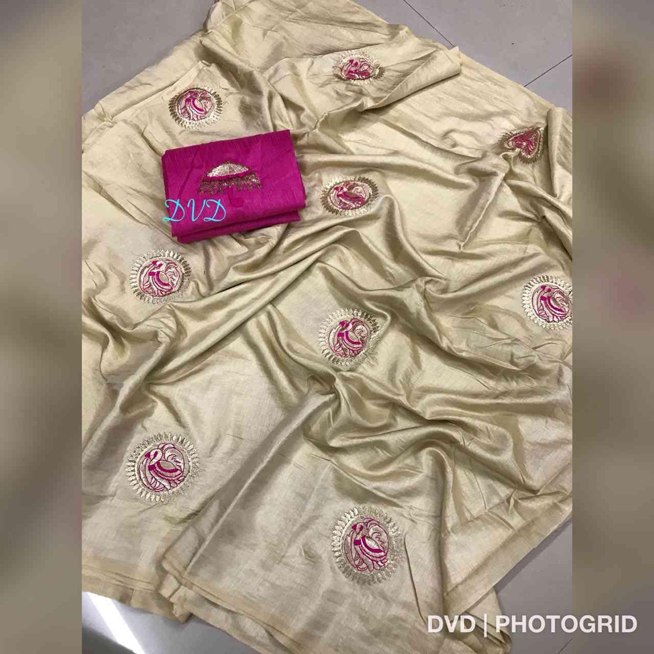 Beige Colored Chakli Pattern Sanna Silk Saree With Banglory Silk Blouse - DVD1047B