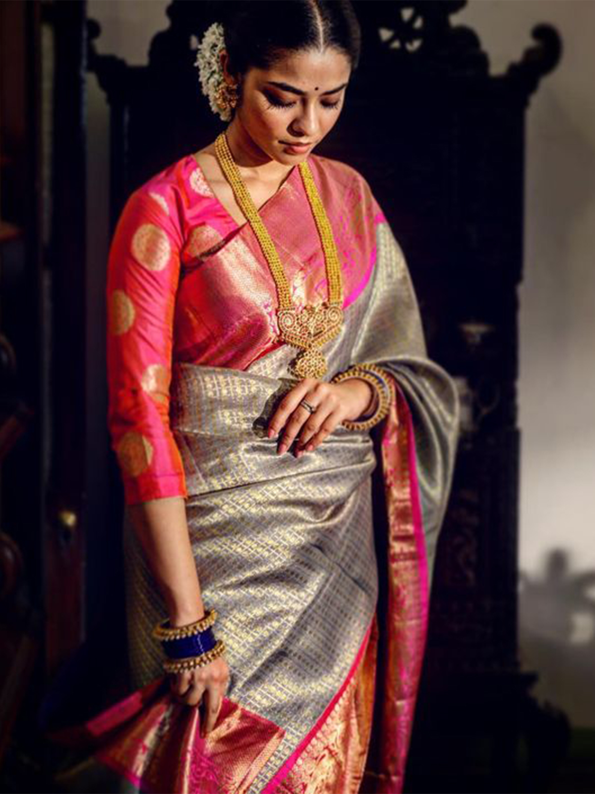 Stylish Silver Colored Latest Silk Saree With Blouse Piece - DSS149